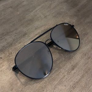 Quay navy/black great condition aviators
